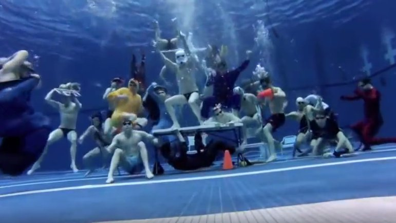 Unterwasser-Flashmob: Einfach 'mal Richtig abzappeln!