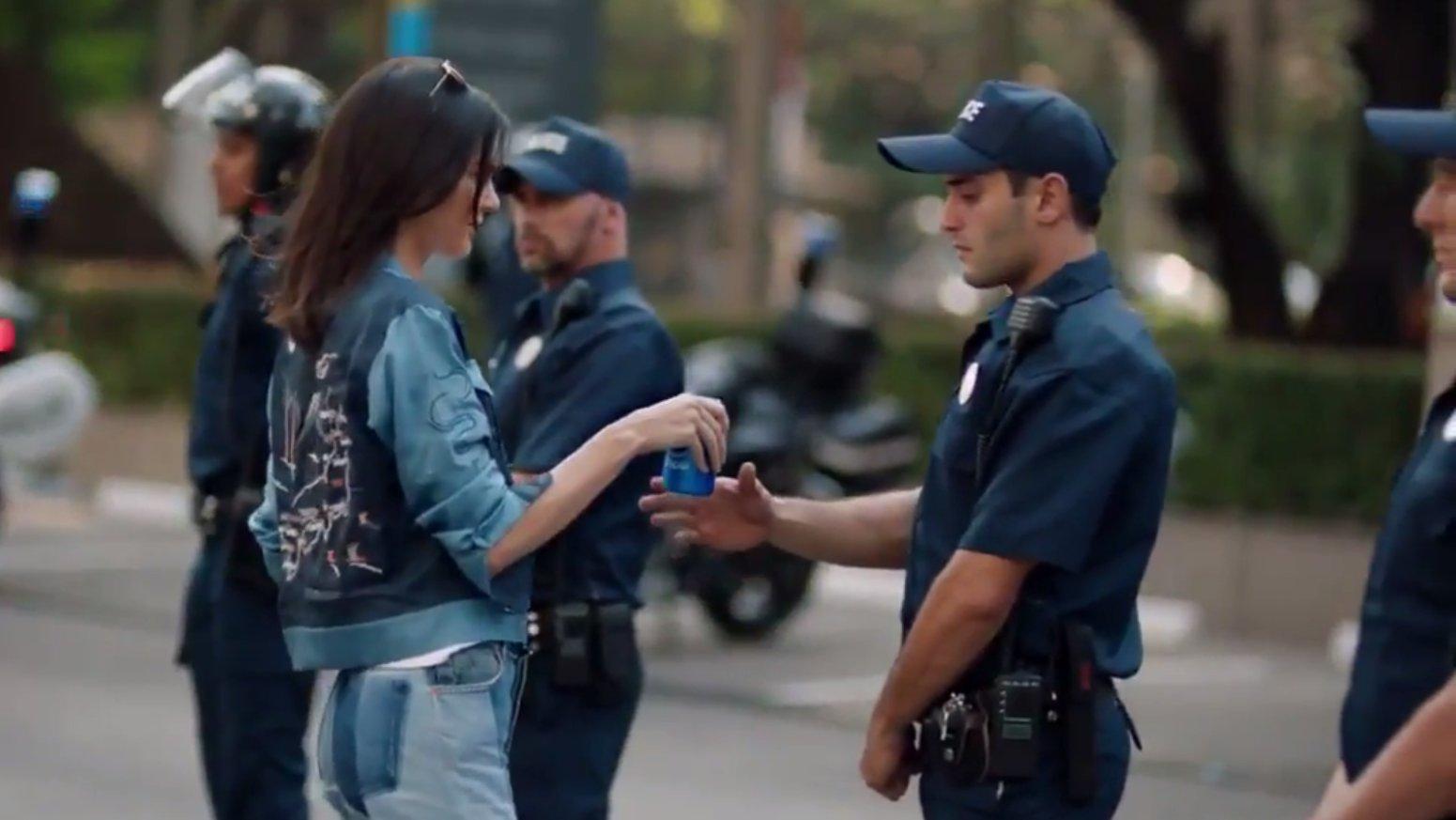 Shitstorm um neue Pepsi-Werbung: Geht das zu weit?