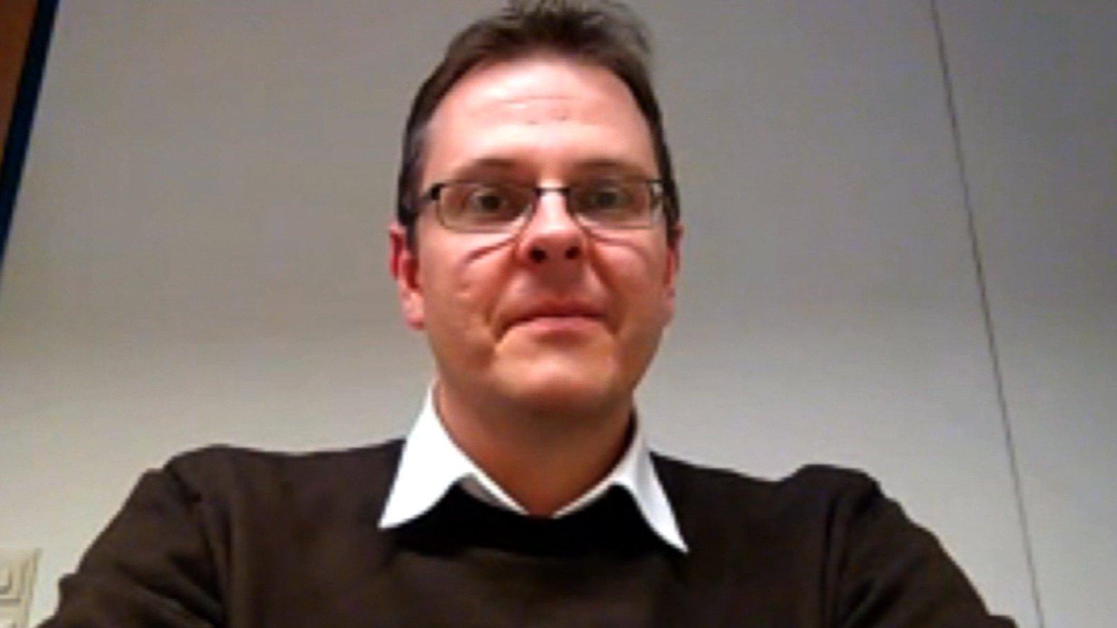 Interview mit Professor Michael Butter (Uni Tübingen) über das Comeback der Verschwörungstheorien