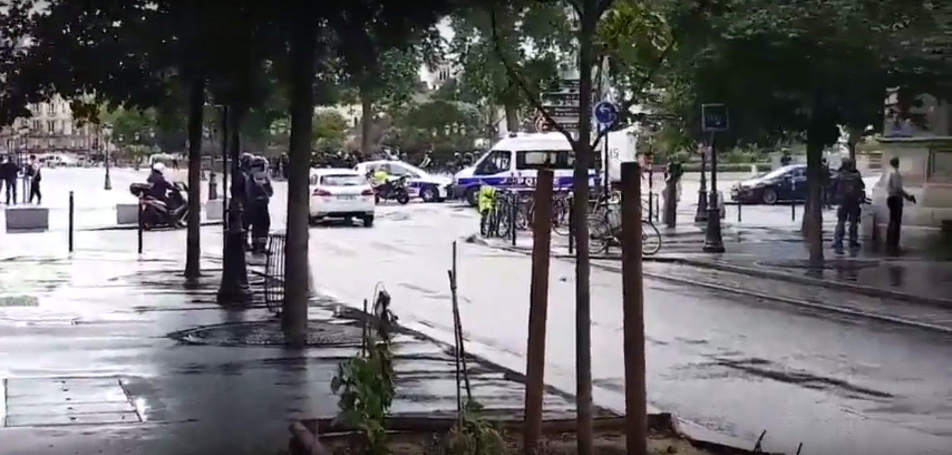 Notre-Dame: Schüsse auf Angreifer mit Hammer
