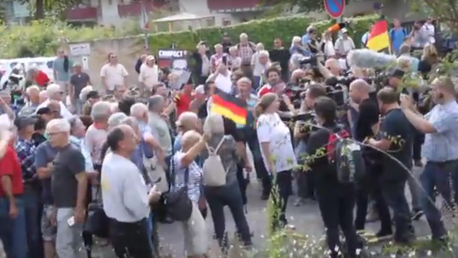 """Volksverräter"": So heftig wird Heiko Maas in Dresden beschimpft"