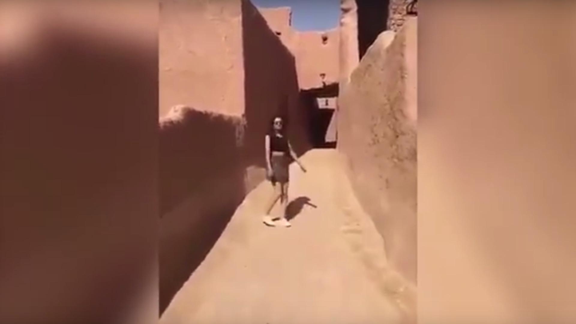 Saudi-Arabien: Frau im Minirock wird ungewollt zu viralem Hit