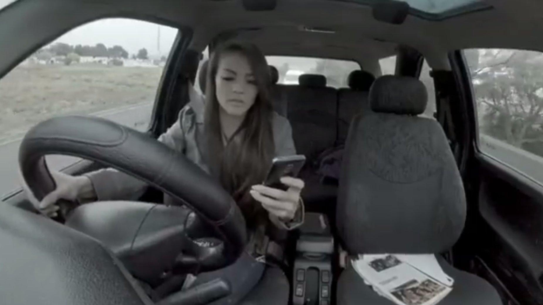 Heftiger TV-Spot aus Südafrika: Mit dem Smartphone am Lenkrad