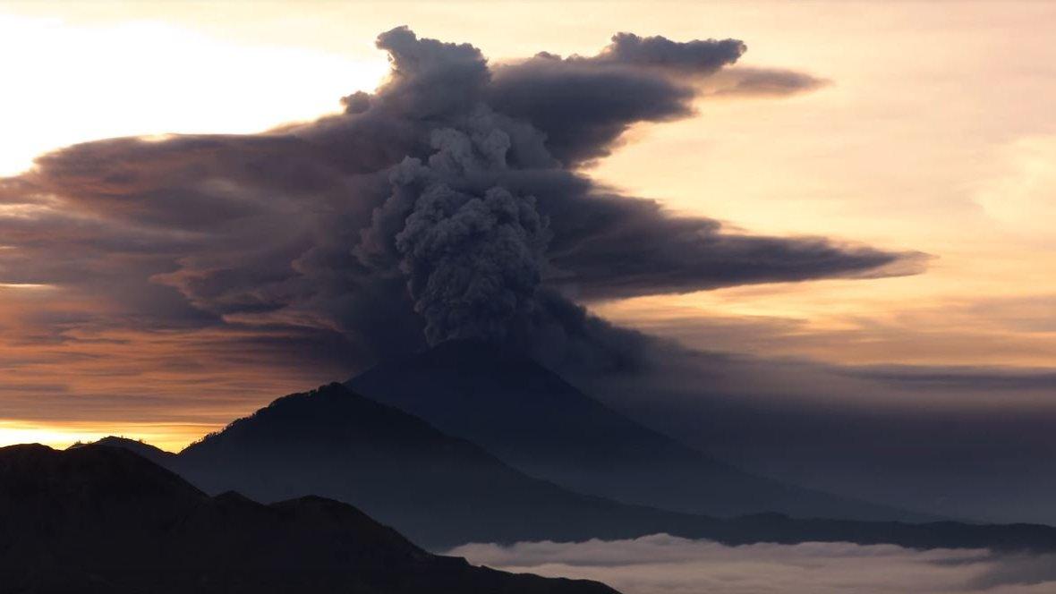 Drohender Vulkan-Ausbruch auf Bali: Videos von Mount Agung