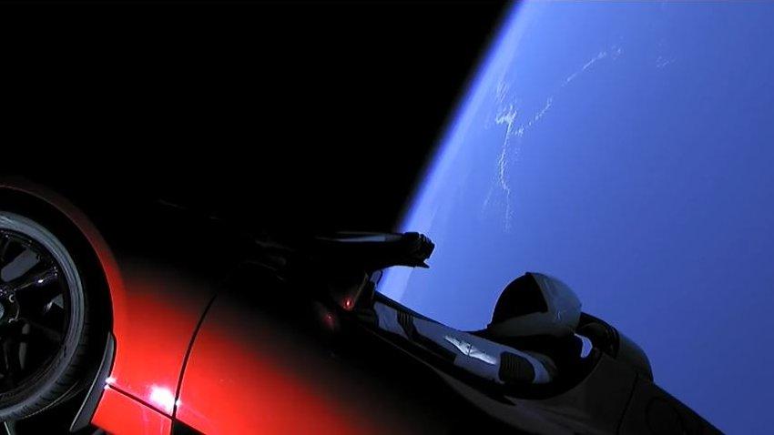 Spektakulärer Testflug: Elon Musk schickt Sportwagen ins All