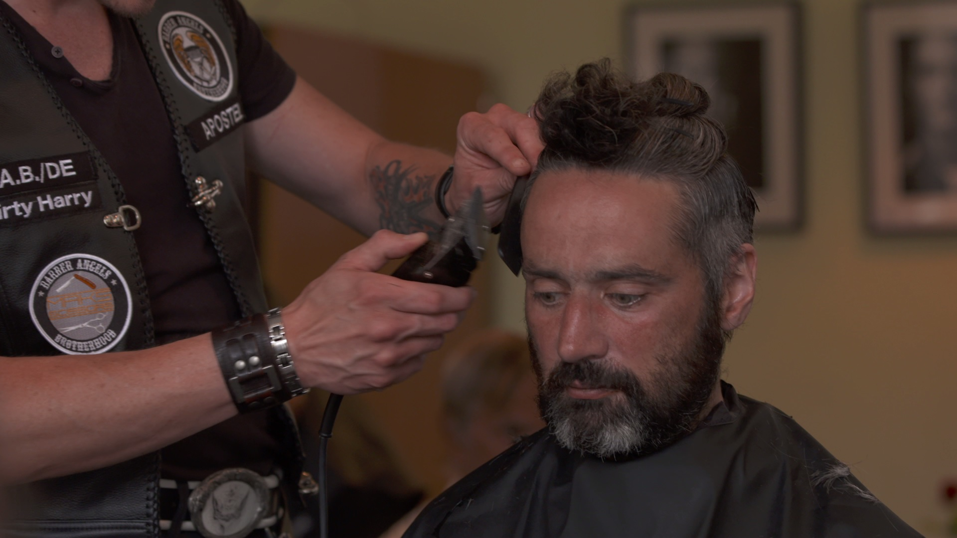 Frisuren für ein neues Ich – wie die Barber Angels Obdachlosen helfen