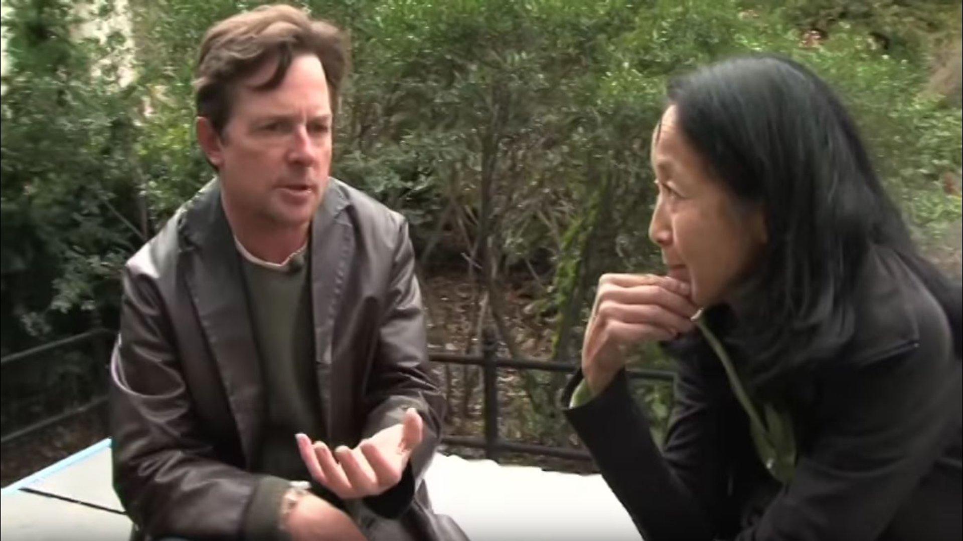 Ein Leben trotz Parkinson: Michael J. Fox besucht Betroffene