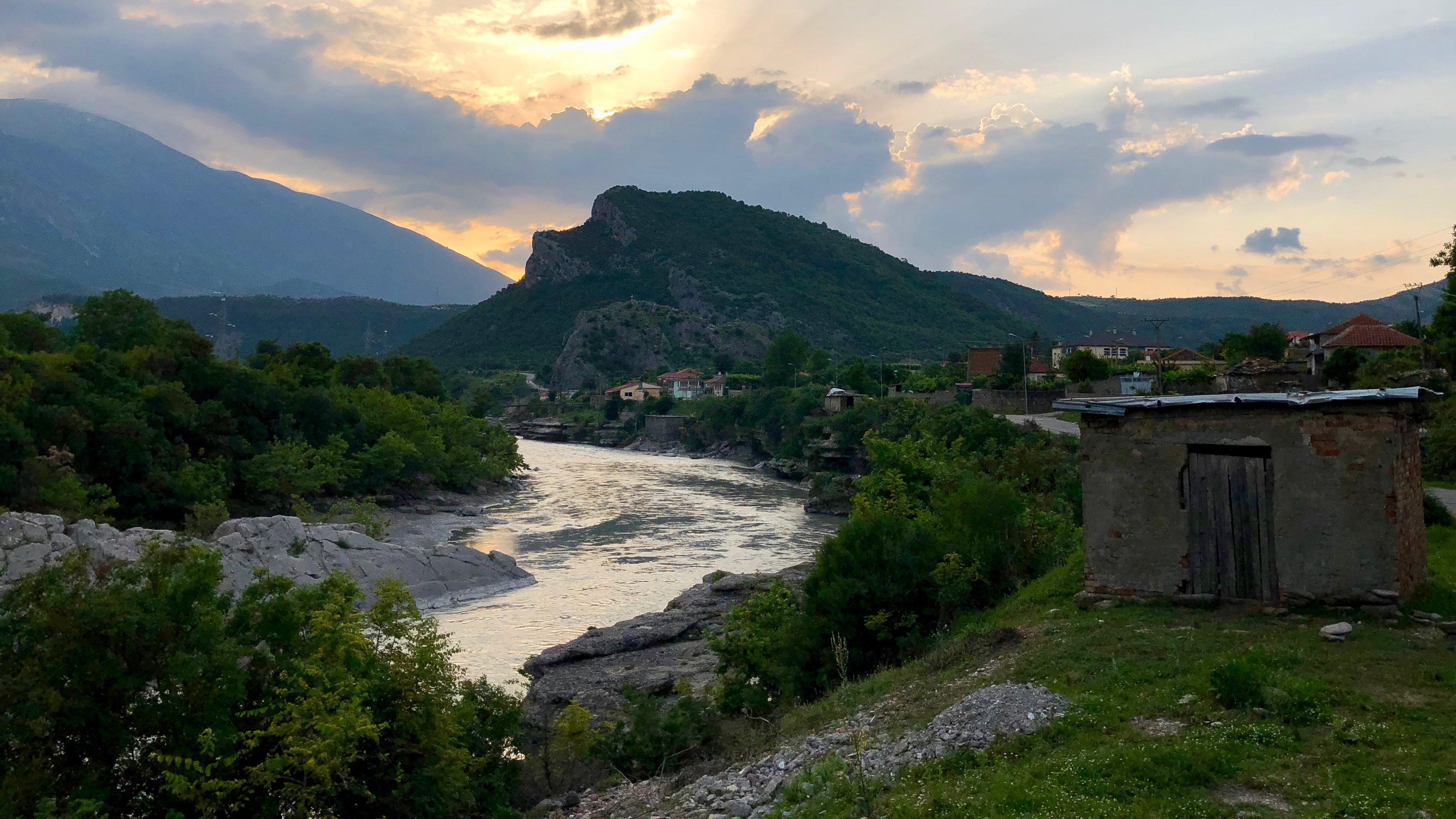 Europas letzter wilder Fluss – Bedroht ein Staudamm Albaniens Natur? (Doku)