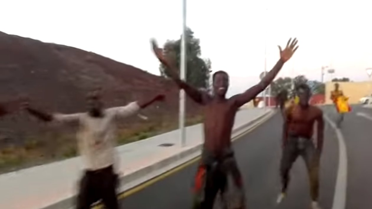 Marokko: Hunderte Flüchtlinge stürmen EU-Grenze nach Ceuta