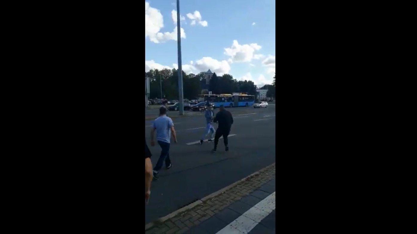 Spontan-Demo in Chemnitz: Rechte Hooligans hetzen gegen Ausländer