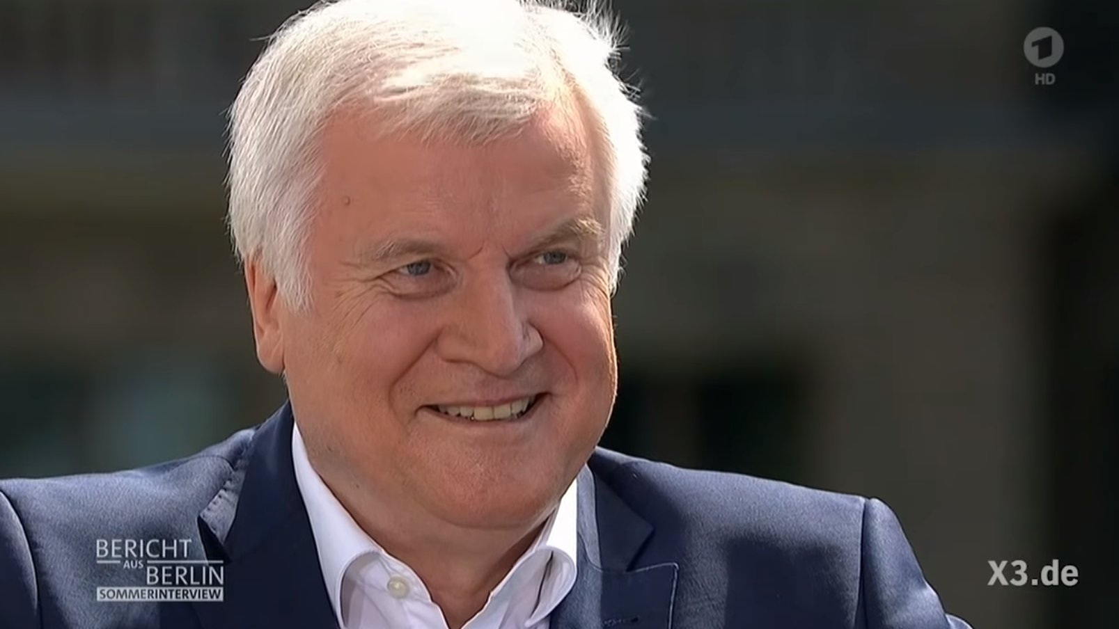 Seehofer im Sommerinterview: Satirisches Best Of von extra3