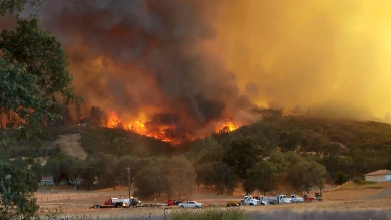Größter Waldbrand der Geschichte in Kalifornien – Augenzeugenvideos
