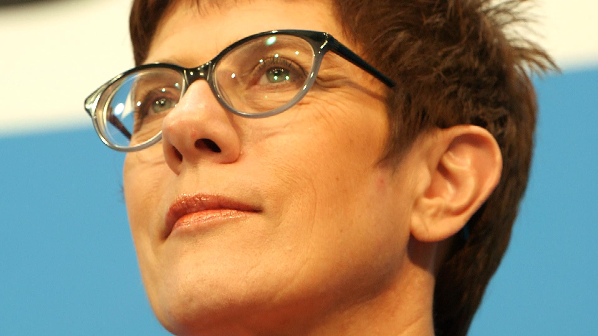 Der Machtkampf – Wer folgt auf Merkel? • Die Kandidaten • Trailer
