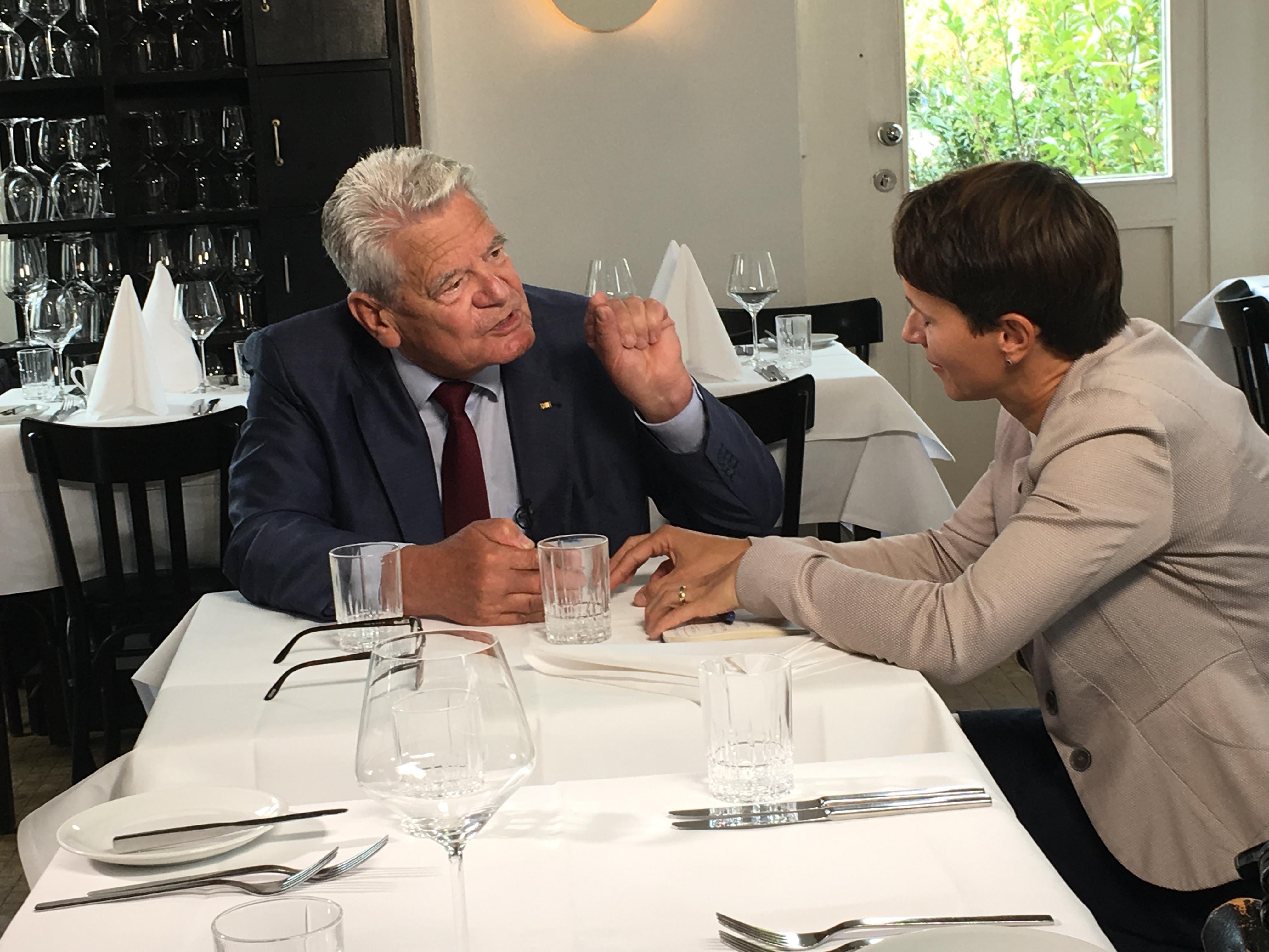 3) Gauck im Gespräch mit Frauke Petry (Die blaue Partei) (2)