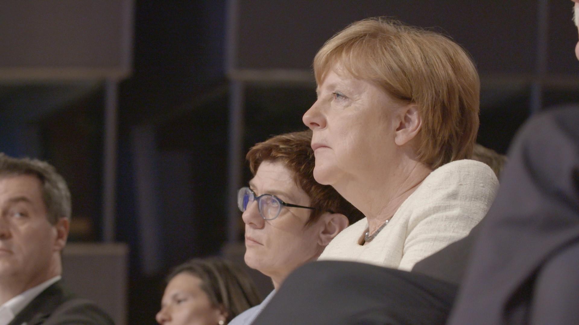 2 Die Notregierung_AKK_Merkel © ECO Media